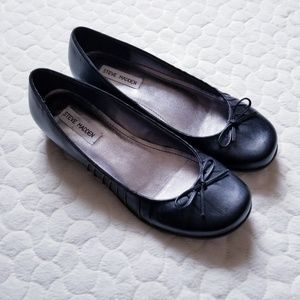 Steve Madden black leather flats loafers Renaa 8.5